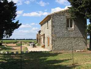 Farmhouse property for sale with vineyard in Provence France