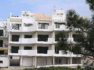 Apartments to rent at Meia Praia beach, Algarve for self-catering holiday accommodation