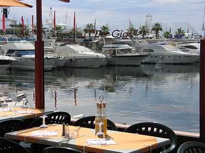 Rental apartment with boat mooring for water holidays near Cannes and Antibes, South of France